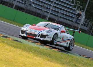 Simone Iaquinta sulla sua Porsche