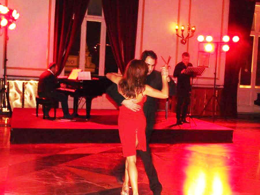 Un momento della serata di Tango al Rendano