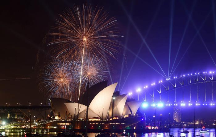 Capodanno: festa di fuochi d'artificio sulla baia di Sydney