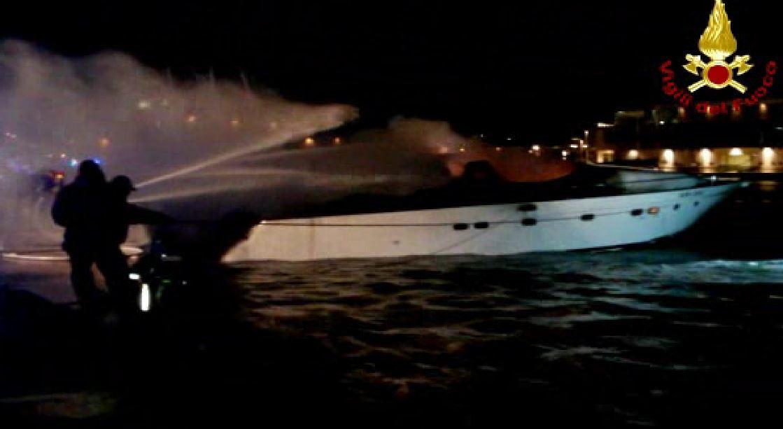 incendio yacht Loano