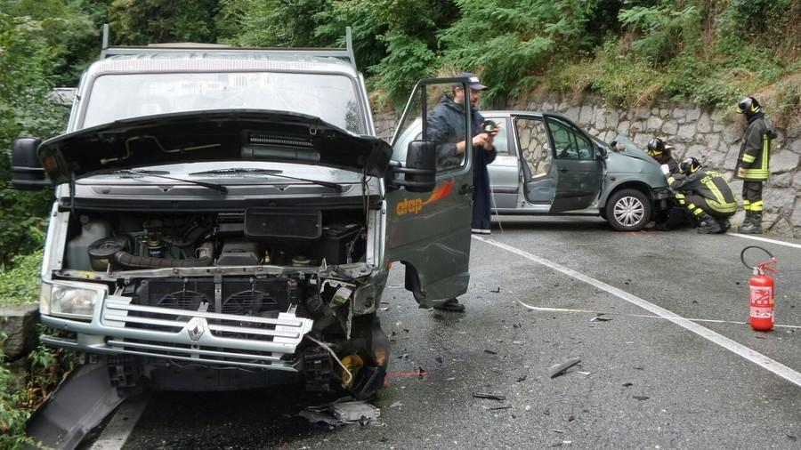 incidente auto furgone