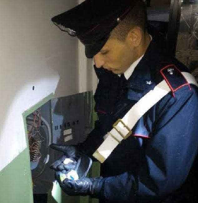 nascondisgio-droga-carabiniere