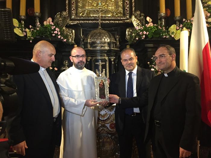 Orafo Michele Affidato realizza nuovi diademi per Madonna di Czestochowa