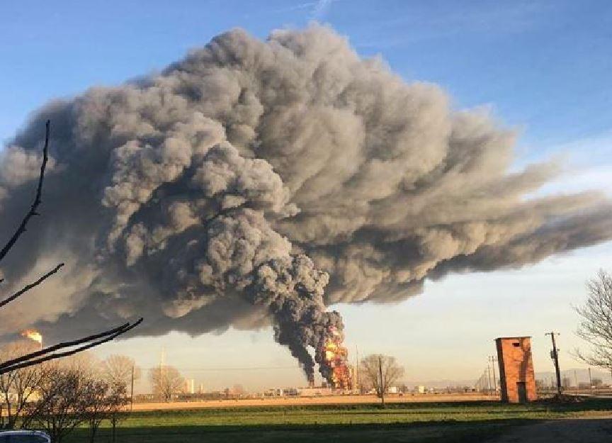 Esplosione intorno alle 16 all'interno della raffineria Eni di Sannazzaro de' Burgondi