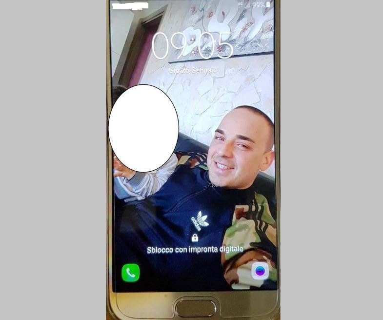 Ruba in auto e perde samartphone con sua foto, arrestato a Catania Preso Giovanni Faro