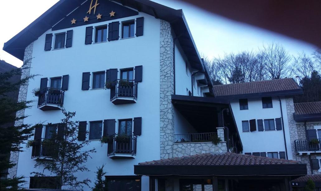 Hotel Rigopiano, 5 le vittime: trovato il corpo di un uomo
