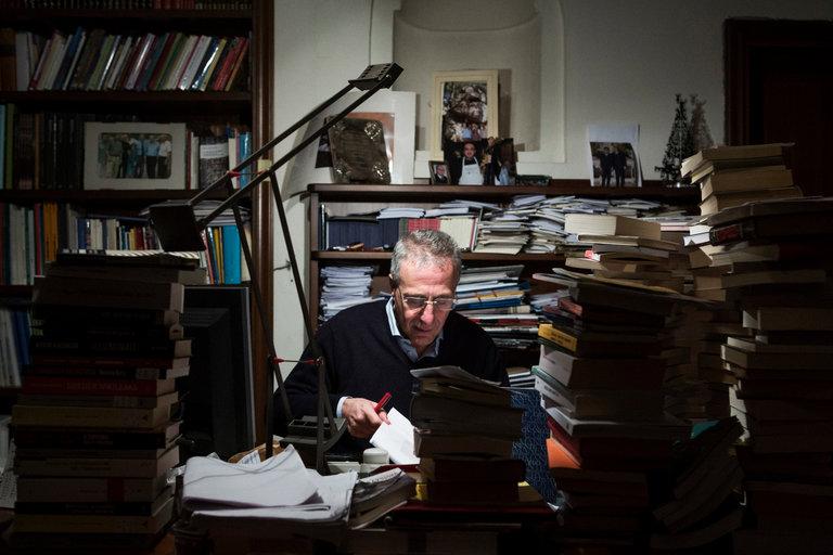 Mario Caligiuri in una foto apparsa sul New York Times l'8 dicembre 2016
