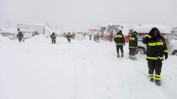 Slavina sull'Hotel in Abruzzo, si temono vittime. Soccorsi in azione, situazione critica