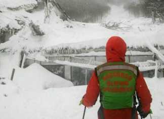Soccorso alpino davanti Rigopiano