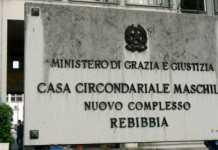 Si fanno corrompere a Rebibbia, arrestati due poliziotti penitenziari