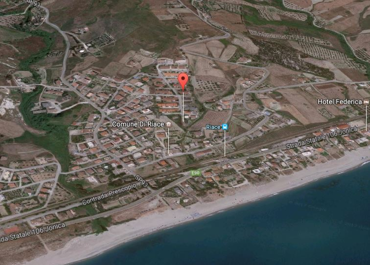 Il punto rosso indica il luogo dell'omicidio a Riace