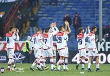 I calciatori del Crotone a fine partita a Genova