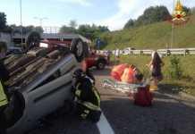 incidente auto ribaltata