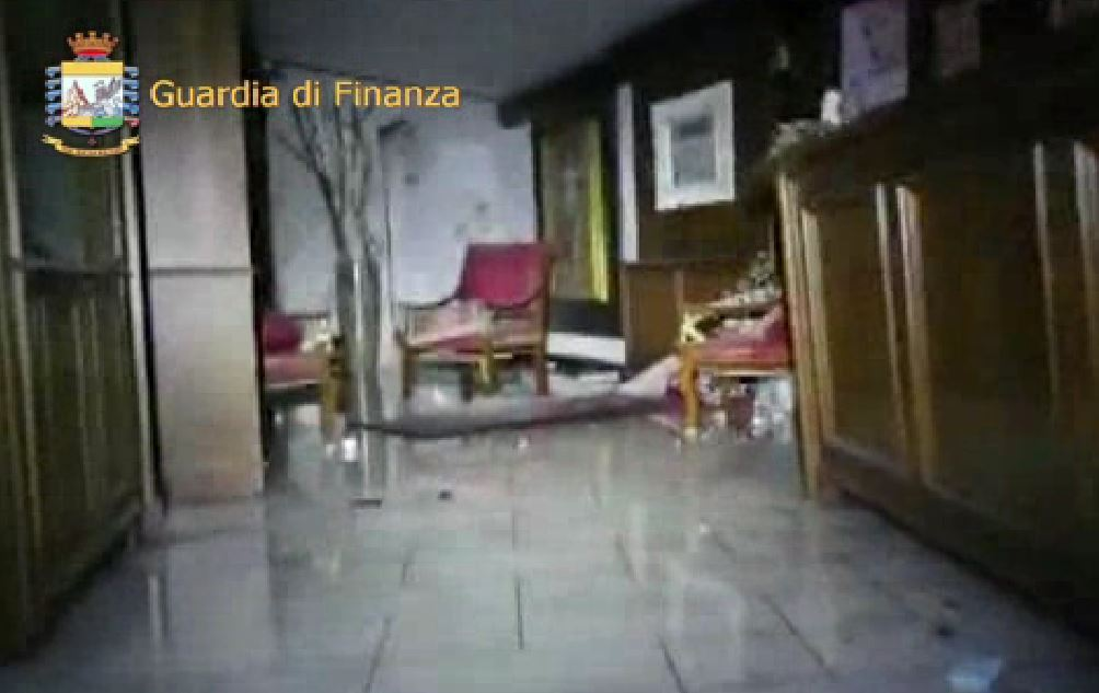 Un frame del video della Guardia di Finanza all'interno interno del resort Rigopiano