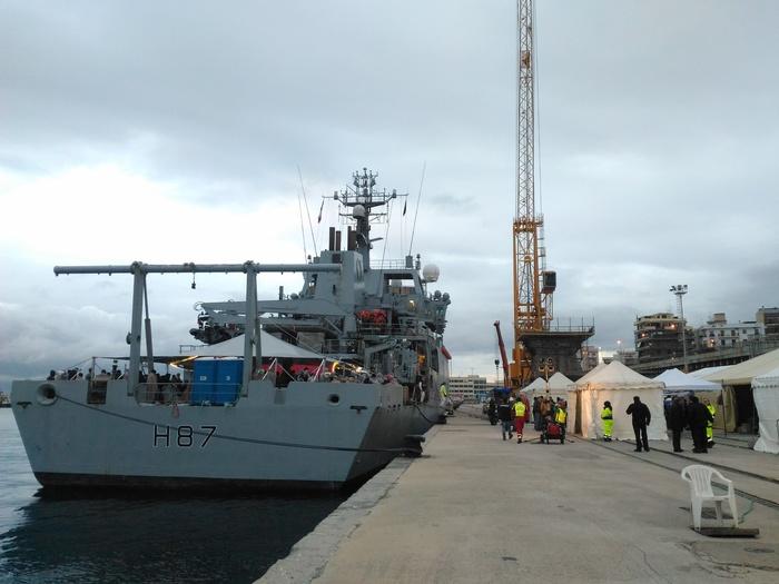 Migranti: nave inglese Echo nel porto di Reggio Calabria