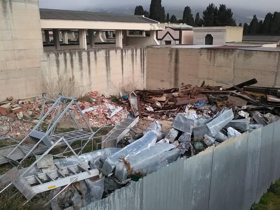 Cimitero di reggio usato come deposito di rifiuti for Piano di deposito