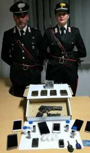 Militari di Rende con Arma e droga sequestrata