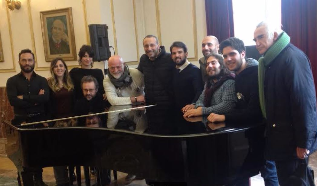"""Il Cast, il maestro Perri e il regista Simeoli a fine conferenza stampa di presentazione dello spettacolo """"Francesco de Paula"""""""