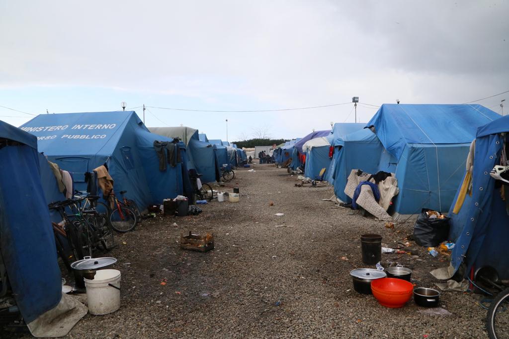 Migranti tendopoli San Ferdinando