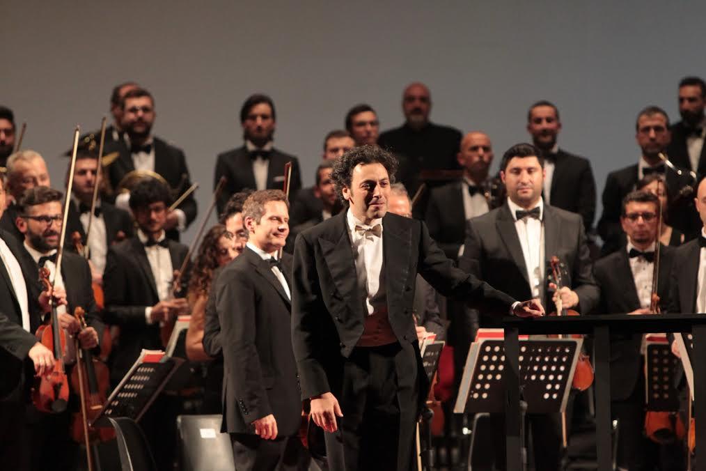 L'orchestra con il direttore Carlo Goldstein
