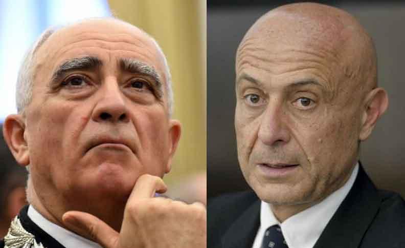 Il comandante generale dei Carabinieri Tullio De Sette e il ministro dell'Interno Marco Minniti