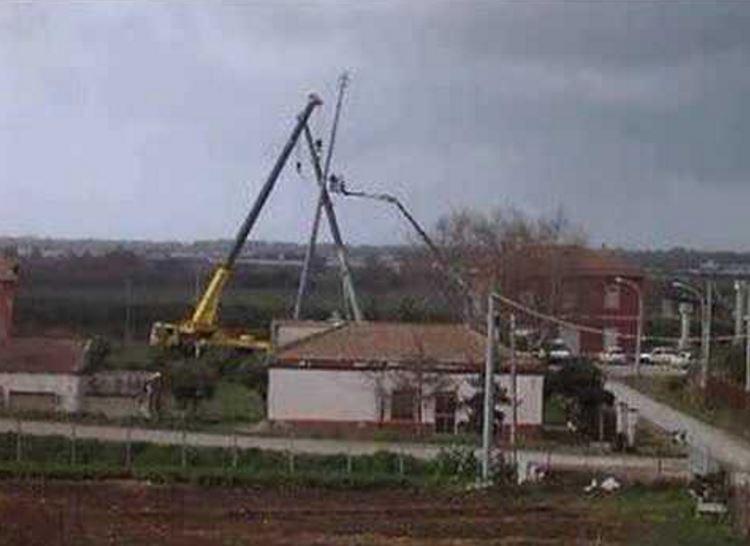 Tragedia a Mazara del Vallo (Trapani): crolla antenna, morti due operai