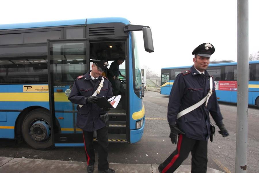 autobus linea carabinieri