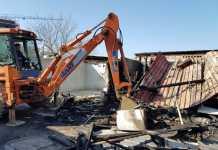 Incendio in baracche al campo rom di Cosenza, interviene comune