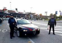 Rompe il finestrino di un'auto e ruba una borsa, arrestato dai carabinieri a Lamezia