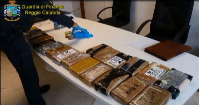 Traffico droga tra il Lazio e la Calabria, 18 arresti della Guardia di Finanza