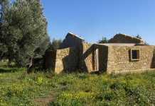 Il fabbricato sequestrato a Isola Capo Rizzuto