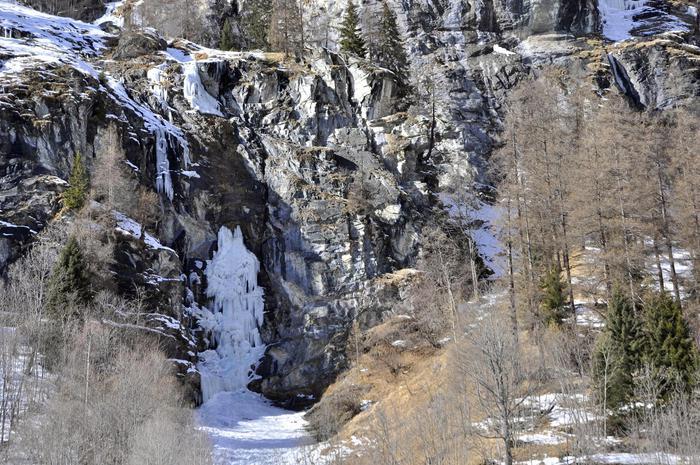 La cascata di ghiaccio crollata a Gressoney Saint Jean Aosta