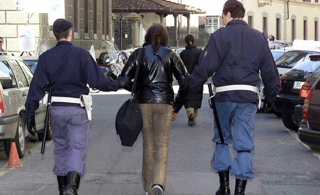 polizia arresto donna Milano Roma