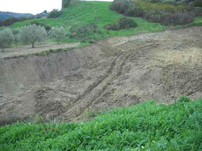 sbancamento terreno sequestrato
