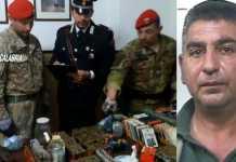 Le armi e munizione ritrovate. A destra Vincenzo Monteleone
