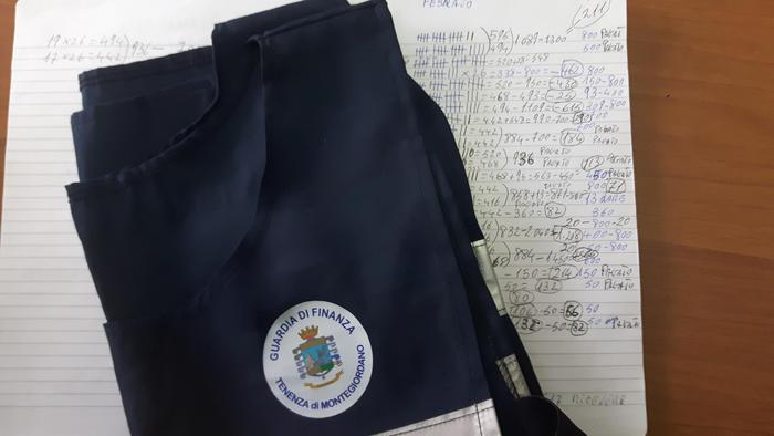La documentazione sequestrata dalla Guardia di finanza nel corso di un'operazione anti caporalato a Montegiordano.