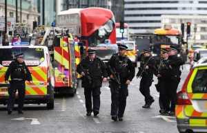 Poliziotti sul luogo dell'attacco