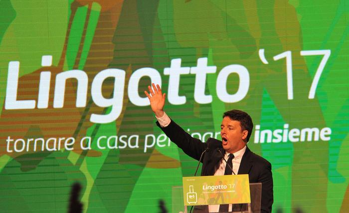 L'ex presidente del Consiglio, Matteo Renzi, durante il suo intervento al Lingotto di Torino