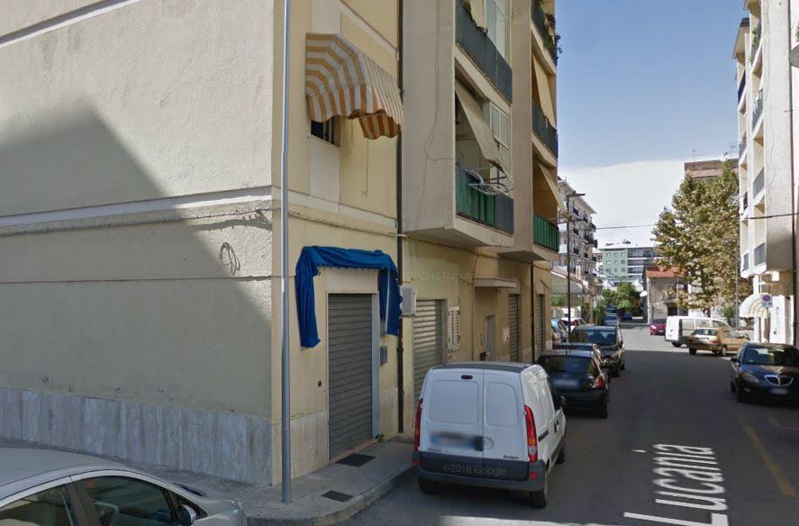Via Lucania 5 a Cosenza dove Valentino Amendola ha accoltellato la madre alla gola