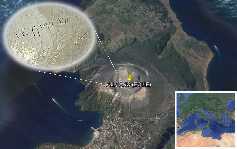 """La scritta """"Te Amo John"""" che appare nel cratere di Vulcano, alle Eolie (secondopianonews.it)"""