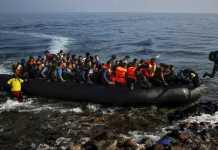 profughi barcone mare migranti