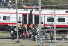 Il treno deragliato a Lucerna, in Svizzera