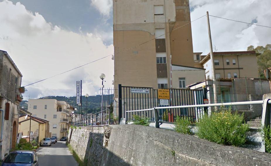 Picchia e segrega la compagna incinta arrestato - Piano casa calabria 2017 ...
