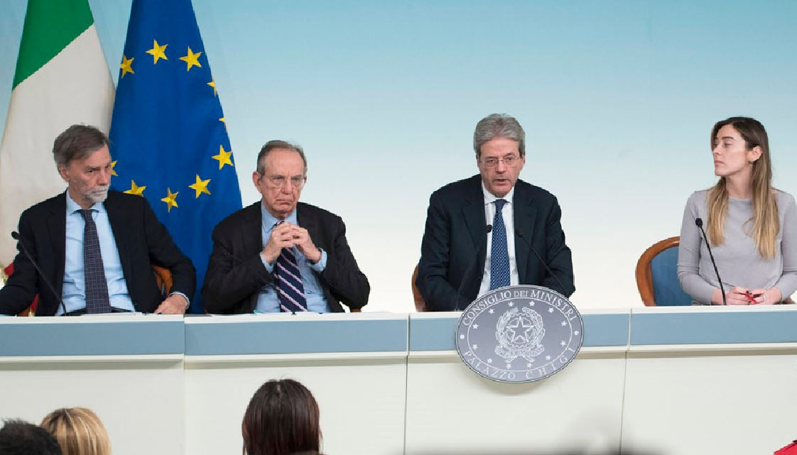 Cdm approva Def Da sinistra Delrio, Padoan, Gentiloni e Boschi