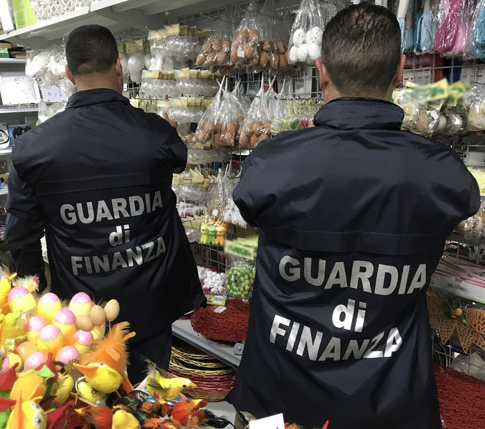 Sequestrate dalla Guardia di finanza oltre 4 milioni di uova pasquali decorative.