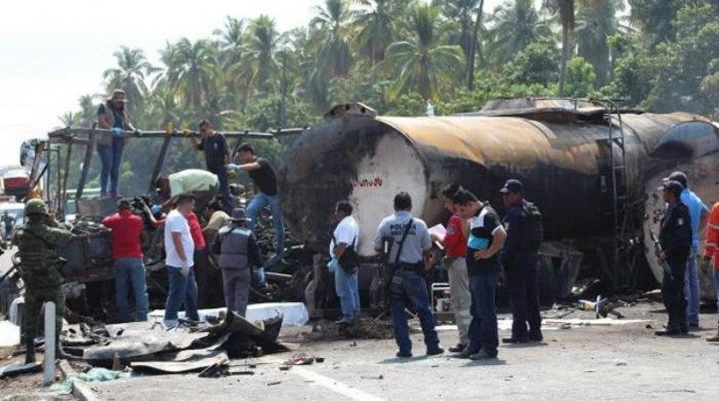 Scontro tra bus e camion cisterna in Messico, 24 morti