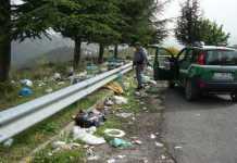 cumuli di rifiuti sulla ss 107 sila