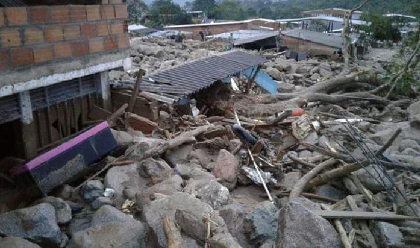 Cittadini disperati a Mocoa, in Colombia