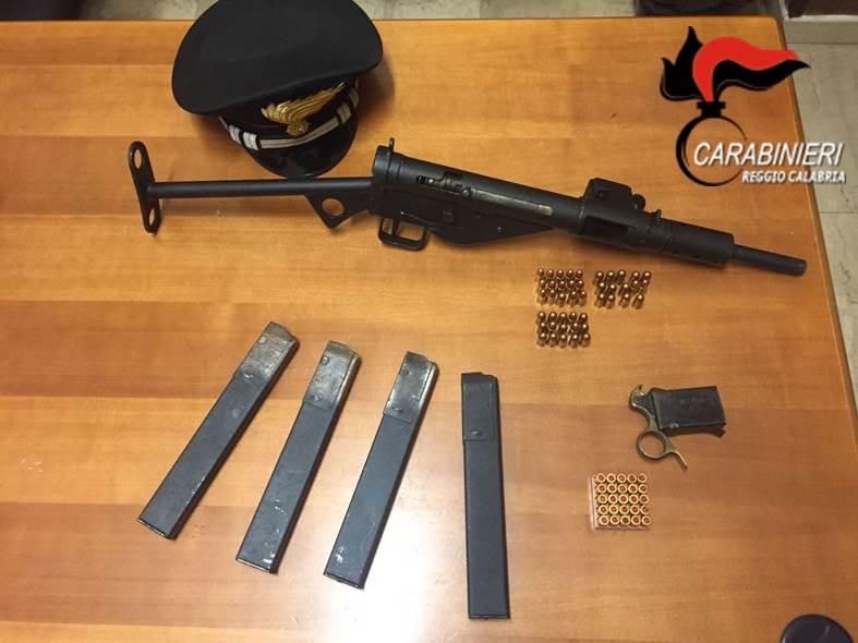 Con una mitragliatrice da guerra in casa arrestato - Piano casa calabria 2017 ...