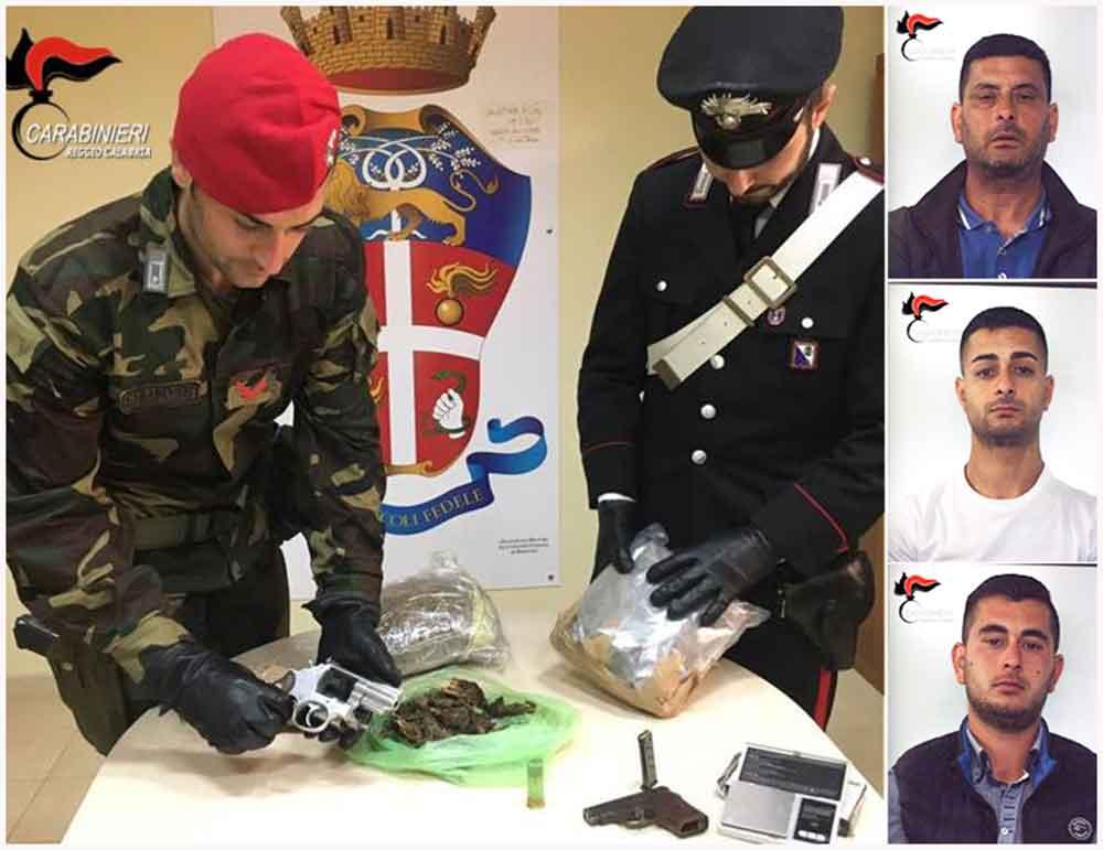 Le armi e droga sequestrati. Da destra in alto Girolamo Giardino, Michele Giardino e Gabriele Giardino